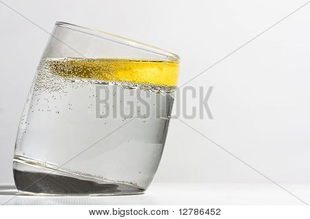 G&T with lemon and bubbles