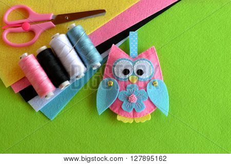 Felt owl embellishment. Felt owl toy. How to make a pretty felt owl - kids DIY crafts tutorial. Sheets of colored felt, scissors, thread, needle poster