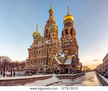 One of the most famous russian sights, a gilded church with domes and pinnacles