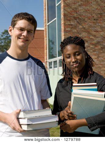College-Studenten, die Durchführung Bücher