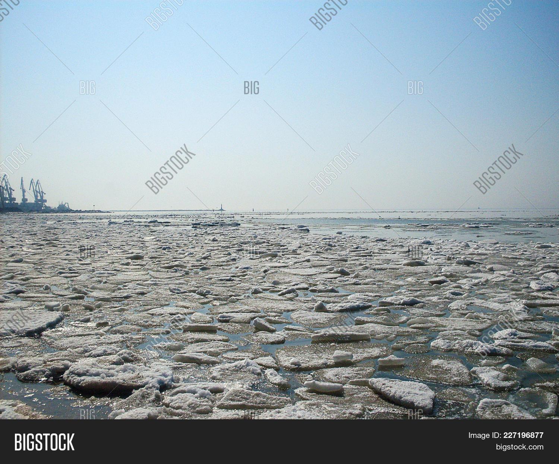Melting ice on the sea powerpoint template melting ice on the sea landscape powerpoint template 60 slides toneelgroepblik Images