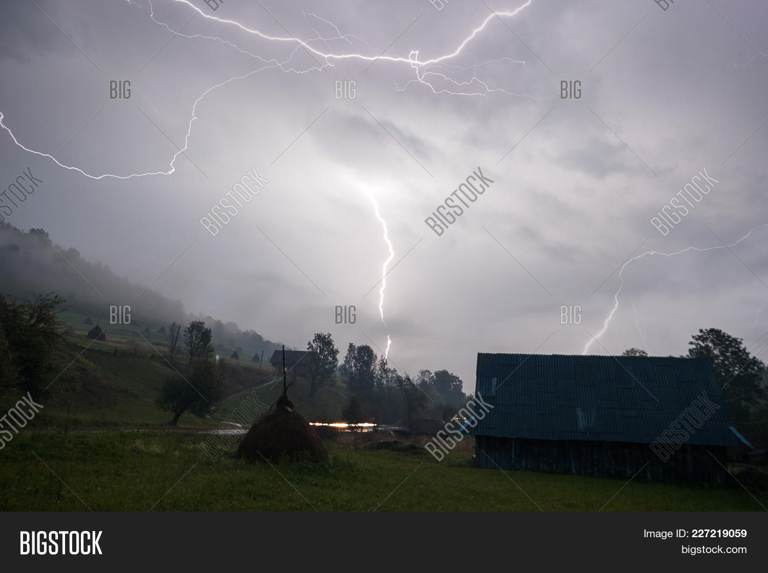 heavy thunderstorm powerpoint template powerpoint template heavy