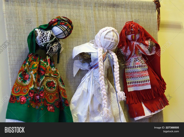 Handmade textile powerpoint template powerpoint template handmade ukrainiandoll powerpoint template 60 slides toneelgroepblik Images