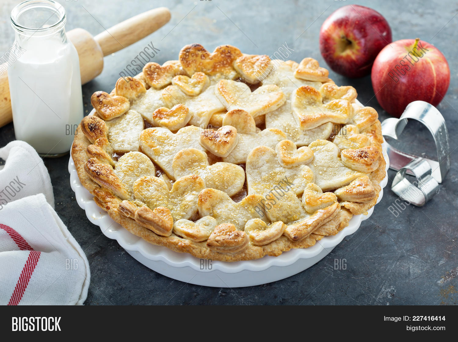 Preparation apple pie with hearts powerpoint template preparation y toneelgroepblik Image collections