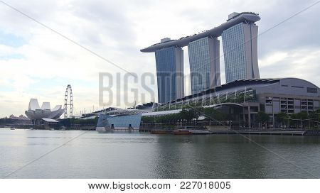 Singapore - Apr 1st, 2015: The Marina Bay Sands Resort In Singapore. The Roofs Of Towers Are Decorat