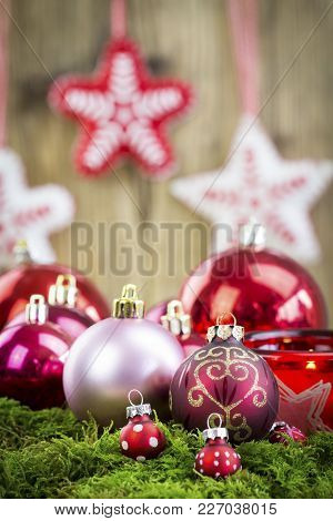 Christmas Themed Background Image With Red And Silver Decorations - Festive Holiday Balls On Lush Gr