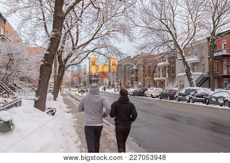 Montreal, Ca - 17 February 2018: Traffic And People Running After Snow Storm On De Lorimier Avenue.