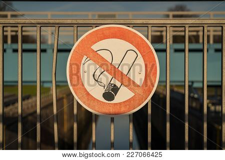 Sign: No Smoking, Seen At The Ruhrschleuse Duisburg, Ruhr Area, North Rhine-westphalia, Germany