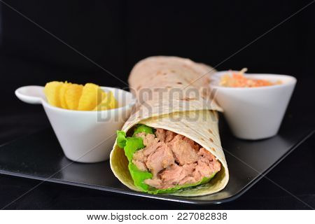 Wrap With Tuna And Vegetables, Served With Chips