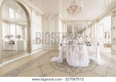 Luxury Decor With Daylight. Modern Photographic Studio. Light Spring Room Studio Interior
