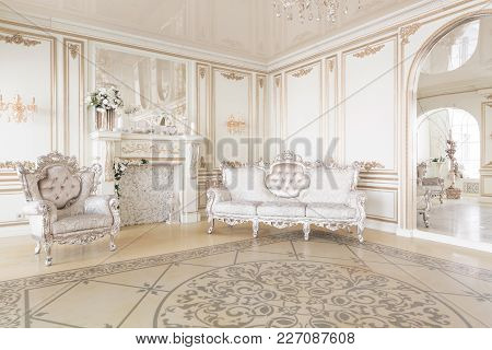 Luxury Decor With Daylight. Modern Photographic Studio. Light Spring Room Studio Interior