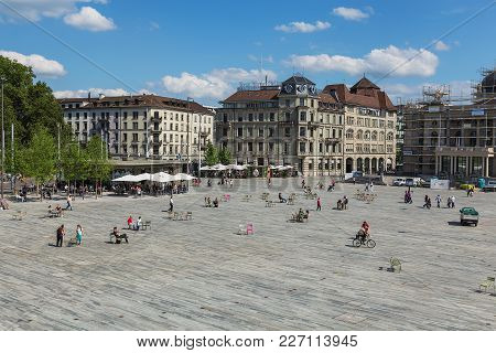 Sechselautenplatz Square In Zurich, Switzerland