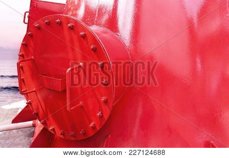 Steel Fuel Pipes Red Color With Fittings Joint With Screws And Nuts For Oil And Gas Pipeline A The S