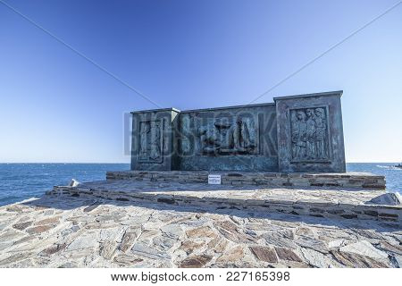 Banyuls-sur-mer,france-january 24, 2012: Waterfront Monument, Monument To The Dead,monument Aux Mort
