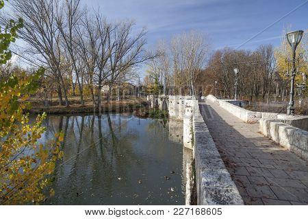 Palencia,spain-november 22,2012: Ancient Stone Bridge, Autumn Day In Palencia, Castilla Y Leon, Spai