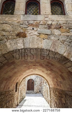 Pals,spain-may 23,2012: Street And Ancient Arch In Mevieval Village Of Pals, In Costa Brava, Provinc