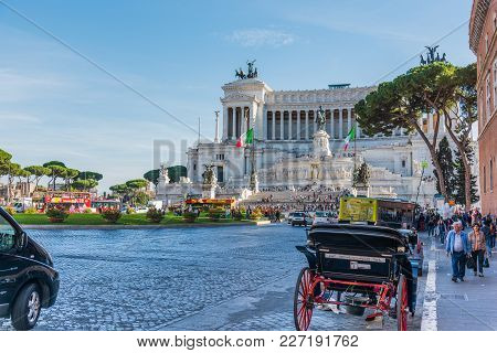Rome, Italy - October 12, 2017: Tourists In Piazza Venezia With Altar Of The Fatherland On The Backg