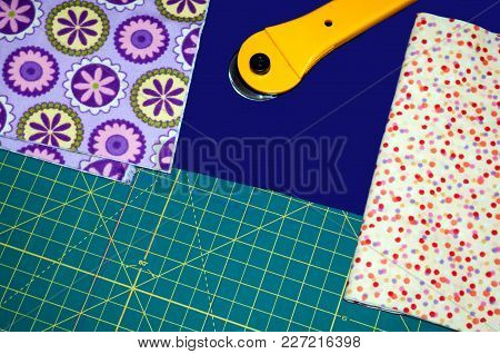 Quilt Material And Cutting Board And Cutter