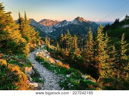 The Beautiful Pacific Crest Trail Near Snoqualmie Pass. Trail Alpine Lakes Wilderness, Cascade Mount