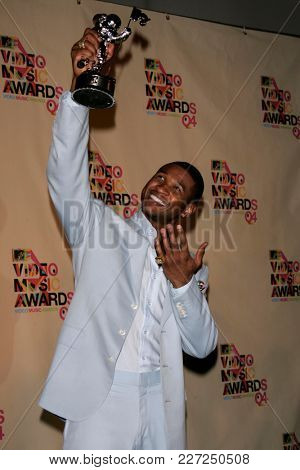 LOS ANGELES - AUG 29:  Usher in the press room at the Mtv Video Music Awards  on August 29, 2004 in Miami, FL.
