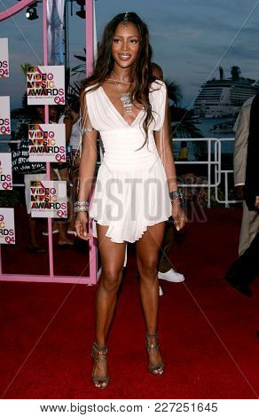 LOS ANGELES - AUG 29:  Naomi Campbell arrives to the Mtv Video Music Awards  on August 29, 2004 in Miami, FL.