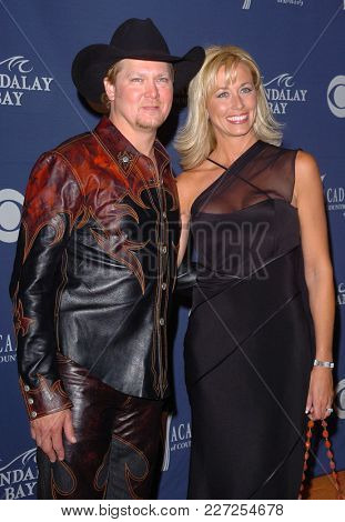 LOS ANGELES - MAY 24:  Tracy Lawrence arrives to the Academy of Country Music Awards  on May 24, 2004 in Las Vegas, NV