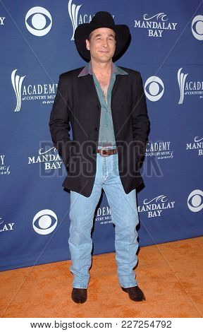 LOS ANGELES - MAY 24:  Clint Black arrives to the Academy of Country Music Awards  on May 24, 2004 in Las Vegas, NV