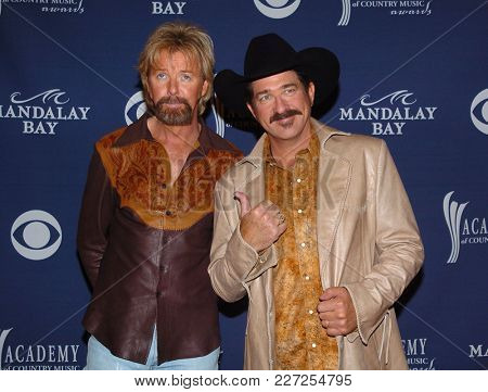 LOS ANGELES - MAY 24:  Brooks and Dunn arrives to the Academy of Country Music Awards  on May 24, 2004 in Las Vegas, NV
