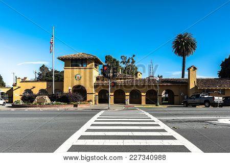 Burlingame,california,usa - December 10, 2017 : View Of The Burlingame Caltrain Station