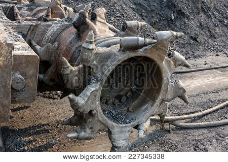 Tunneling Equipment For Subterranean Coal Mining And Drilling