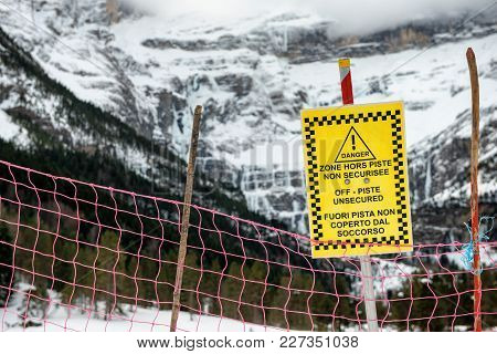 Sign Alerts Off-piste Unsecured In The French Mountains