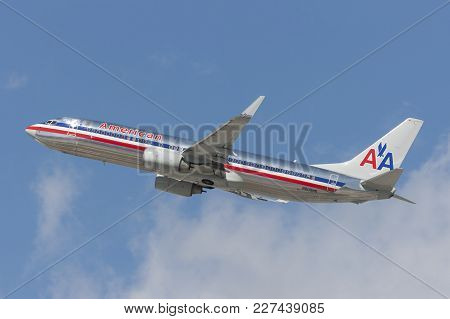 Los Angeles, California, Usa - March 10, 2010: American Airlines Boeing 737 Airplane Takes Off From