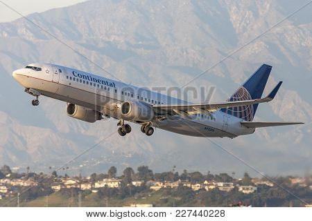 Los Angeles, California, Usa - March 10, 2010: Continental Airlines Boeing 737 Aircraft Taking Off F