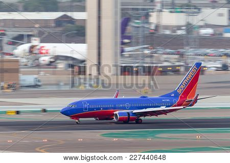 San Diego, California, Usa - April 30, 2013. Southwest Airlines Boeing 737-7h4 N477wn Arriving At Sa