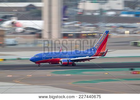 San Diego, California, Usa - April 30, 2013. Southwest Airlines Boeing 737-7h4 N734sa Arriving At Sa