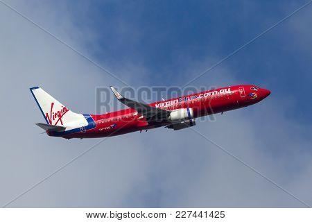 Melbourne, Australia - September 24, 2011: Virgin Blue Airlines Boeing 737-8fe Vh-vus Departing Melb