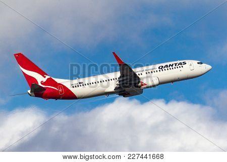 Melbourne, Australia - September 24, 2011: Qantas Boeing 737-838 Vh-vxa Departing Melbourne Internat