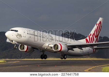 Melbourne, Australia - November 10, 2011: Virgin Australia Airlines Boeing 737-8fe Vh-yva Taking Off