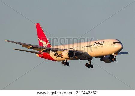 Melbourne, Australia - September 28, 2011: Qantas Boeing 767-338/er Vh-ogi On Approach To Land At Me