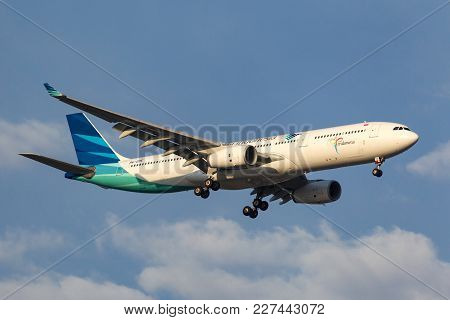 Melbourne, Australia - September 28, 2011: Garuda Indonesia Airbus A330-341 Pk-gpe On Approach To La