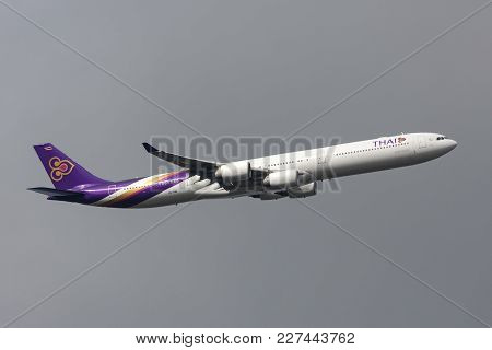Melbourne, Australia - September 25, 2011: Thai Airways International Airbus A340-642 Hs-tnb Departi