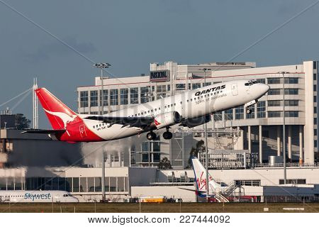 Melbourne, Australia - September 24, 2011: Qantas Boeing 737-476 Vh-tjk Departing Melbourne Internat