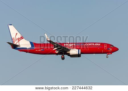 Melbourne, Australia - September 24, 2011: Virgin Blue Airlines Boeing 737-8fe Vh-vue On Approach To