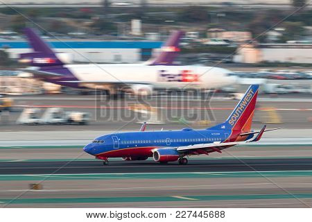 San Diego, California, Usa - April 30, 2013. Southwest Airlines Boeing 737-7h4 N723sw Arriving At Sa