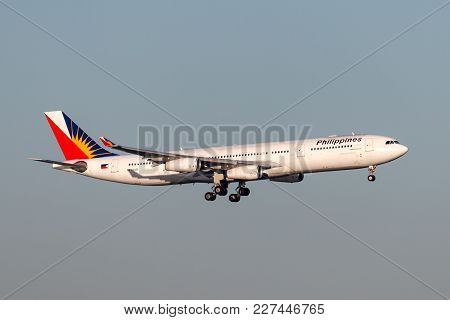 Sydney, Australia - May 5, 2014: Philippine Airlines Airbus A340 Aircraft On Approach To Land At Syd