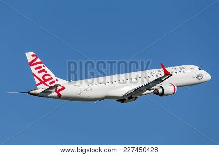 Sydney, Australia - May 5, 2014: Virgin Australia Embraer Regional Jet (erj-190) Takes Off From Sydn
