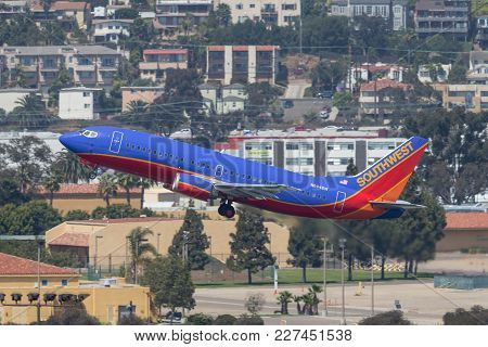 San Diego, California, Usa - April 28, 2013. Southwest Airlines Boeing 737-3t5 N694sw Departing San