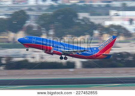 San Diego, California, Usa - April 28, 2013. Southwest Airlines Boeing 737-3l9 N658sw Departing San