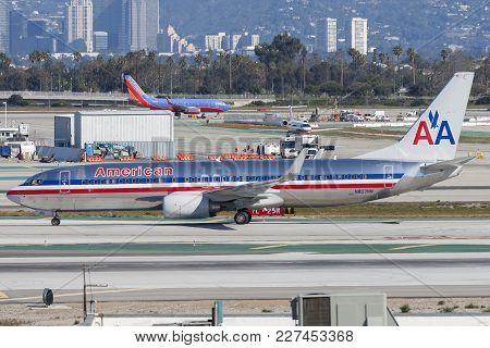 Los Angeles, California, Usa - March 10, 2010: American Airlines Boeing 737-823 Airliner At Los Ange