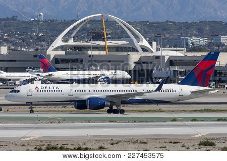 Los Angeles, California, Usa - March 10, 2010: Delta Air Lines Boeing 757 Airplane At Los Angeles In